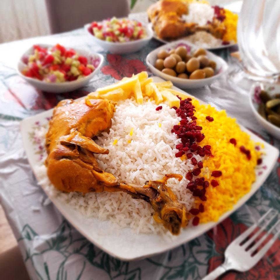 طرز تهیه و دستور پخت چلو مرغ زعفرانی