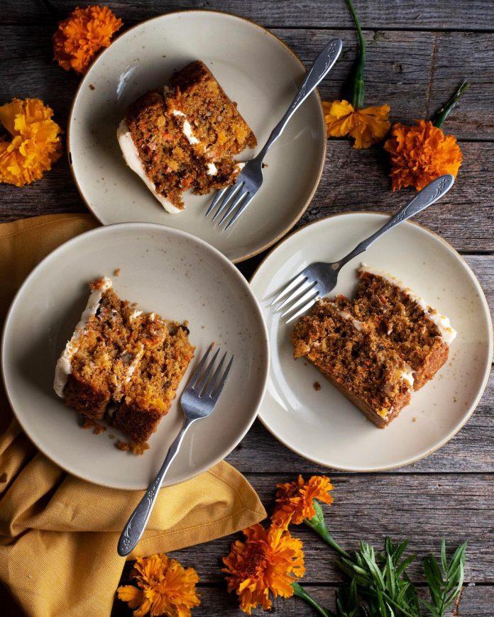 طرز تهیه کیک هویج و دارچین