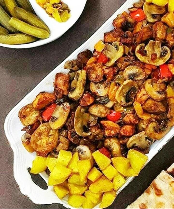طرز تهیه و دستور پخت خوراک سیب زمینی و قارچ
