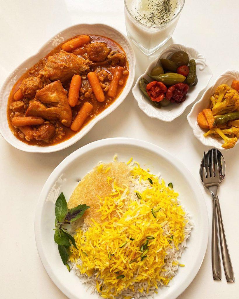طرز تهیه خورشت الوبخارا با همراه برنج