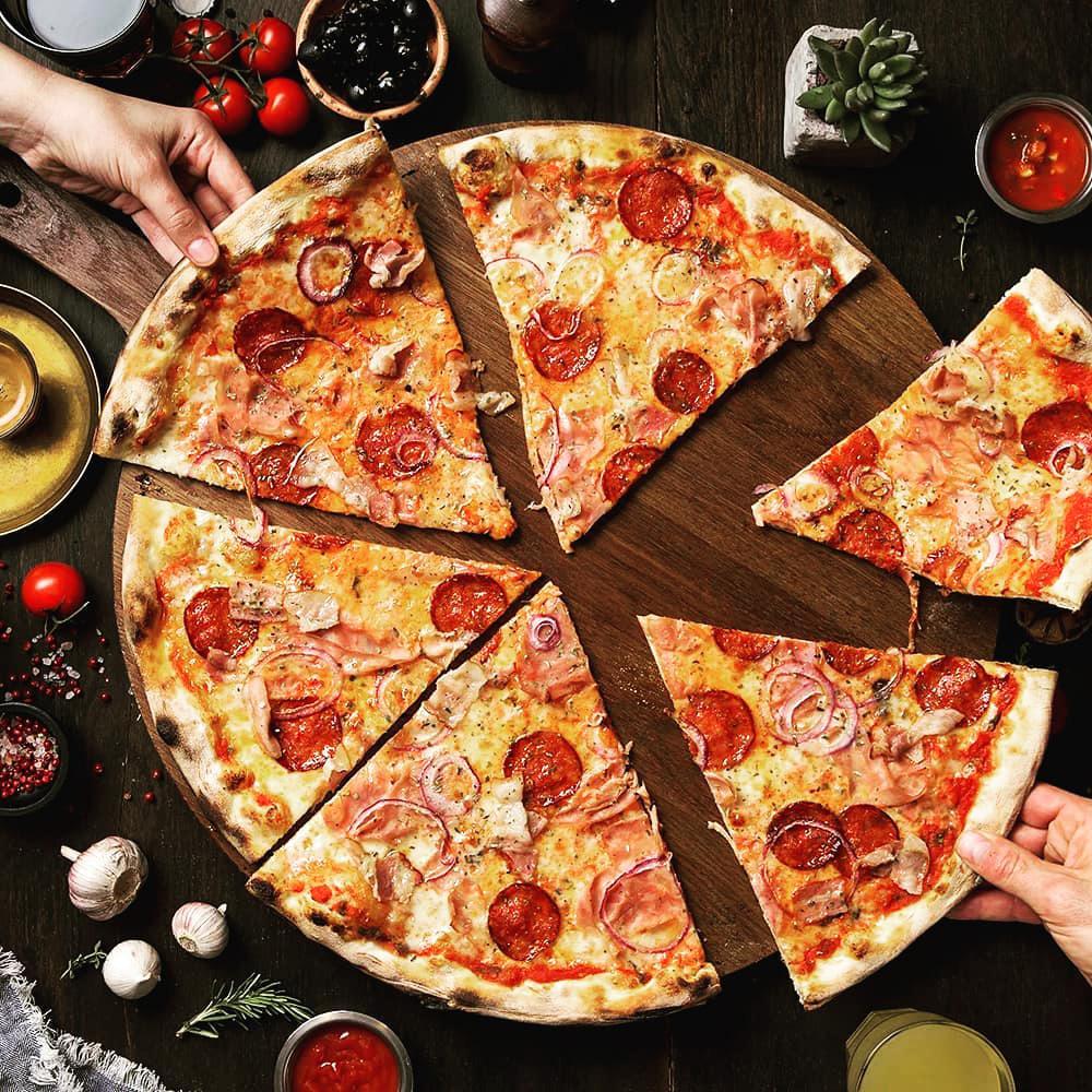 طرز تهیه پیتزا قارچ و سوسیس