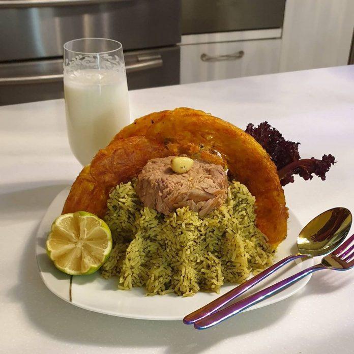 طرز تهیه و دستور پخت خوراک تن ماهی و گوجه فرنگی