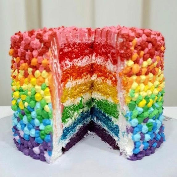 طرز تهیه و دستور پخت کیک سوپرایز کیک رنگین کمانی