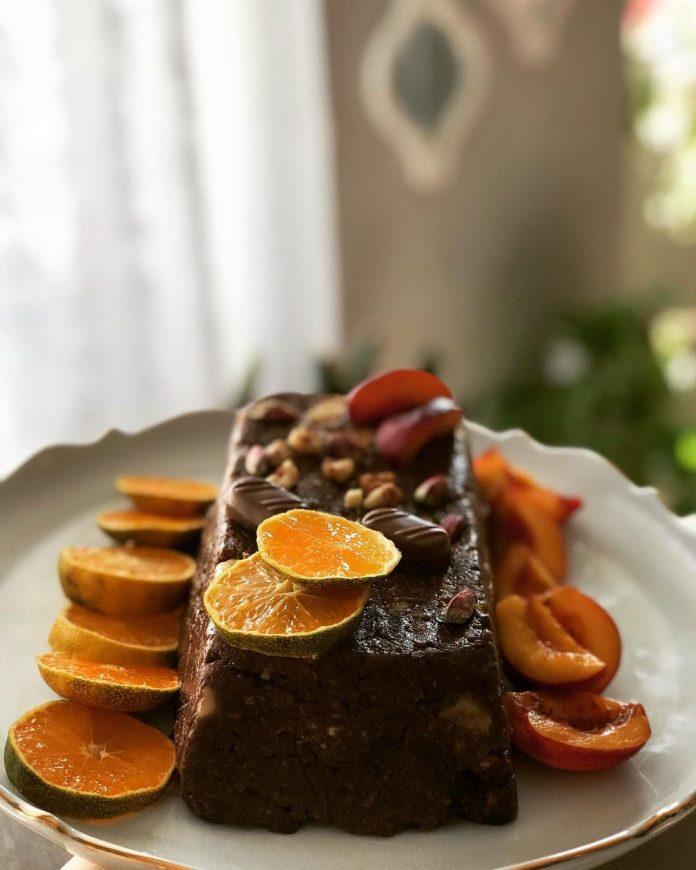 طرز تهیه كيك يخچالي ساده شکلاتی