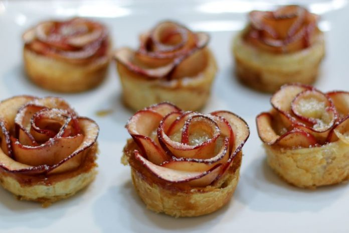 طرز تهیه و دستور پخت شیرینی گل رز
