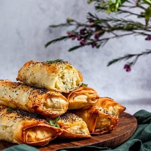 طرز تهیه بورک اسفناج و پنیر
