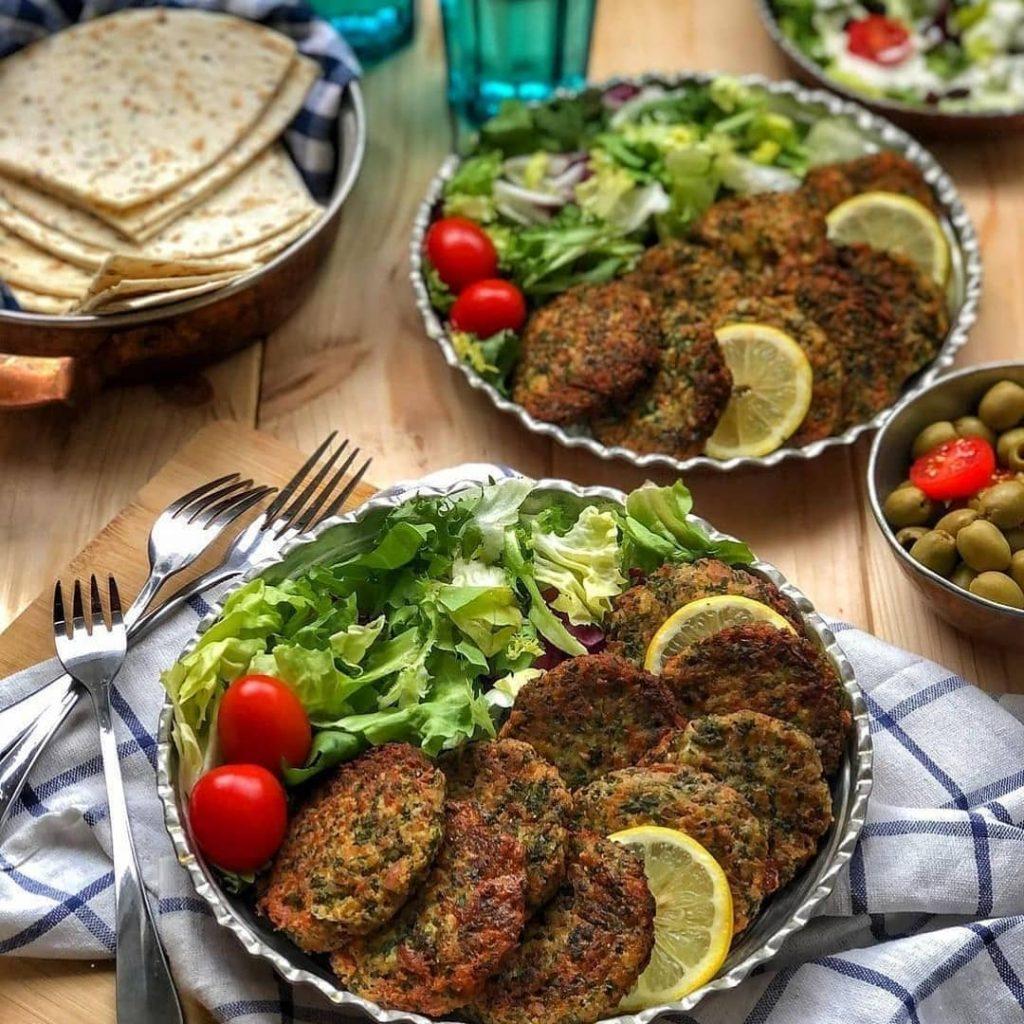 طرز تهیه کوکو سبزی با گوشت