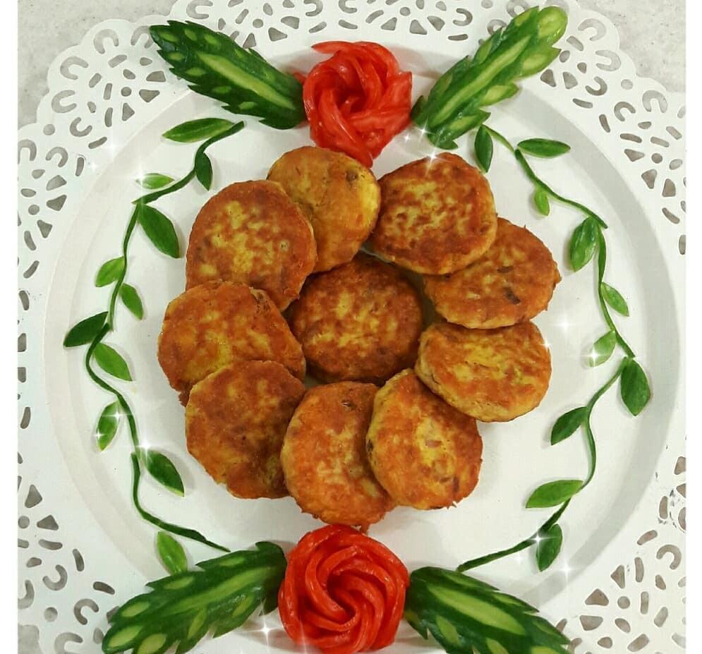 طرز تهیه کوکو تن ماهی با سیب زمینی