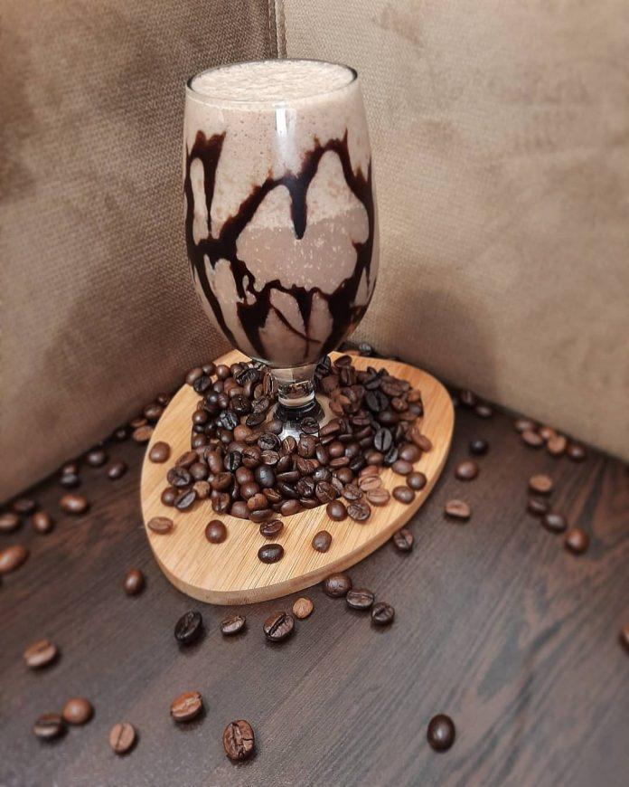 اسموتی قهوه با موز