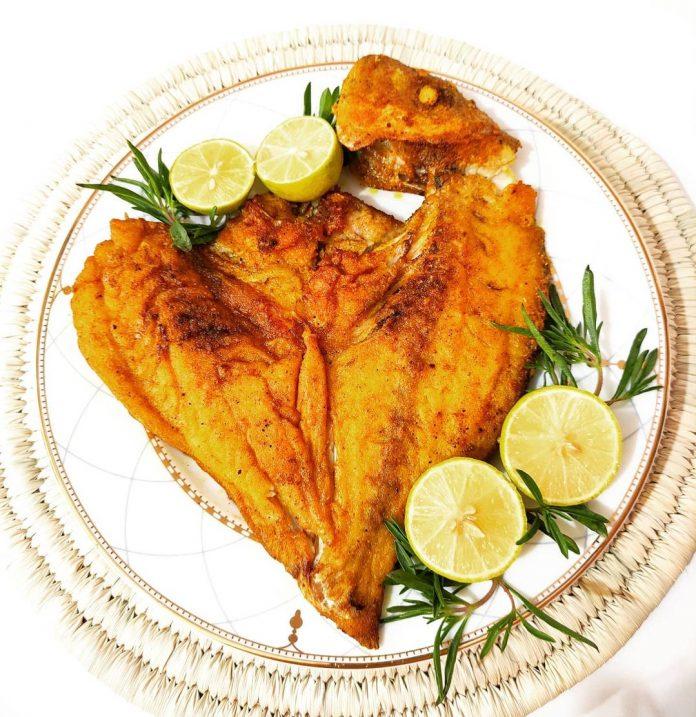 ماهی سرخ شده با سیر و لیمو